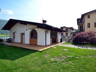 "Alloggio per famiglie ""la Gallina"" - Artogne vacation rentals"