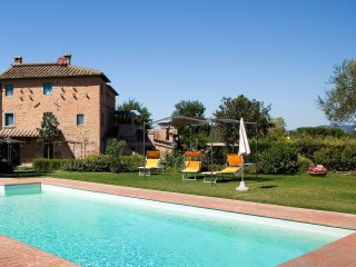 Papavero cosy Agriturismo with large pool - Montecchio vacation rentals