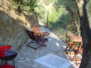 In Villa - appartamento VULCANO - 2 posti letto - Reitano vacation rentals