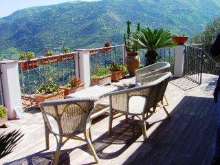 In Villa appartamento PANAREA - 4 posti letto - Reitano vacation rentals
