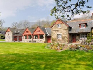 Bright 6 bedroom Farmhouse Barn in Fortingall - Fortingall vacation rentals