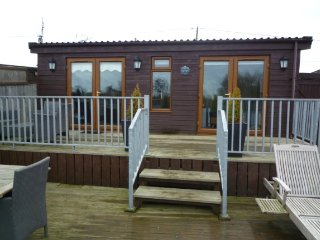 Swallowdale in Brundall Norfolk Broads - Sleeps 4 - Brundall vacation rentals