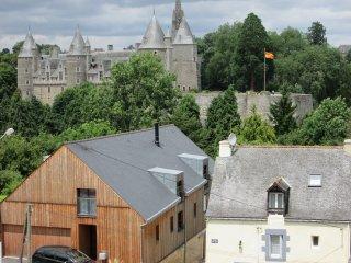 gite ARWEN josselin vue sur le chateau et le canal - Josselin vacation rentals
