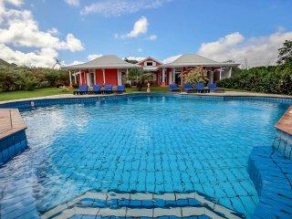 Superbe villa de vacances, immense piscine, 6CH - Sainte-Anne vacation rentals