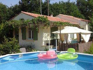 Nice Villa with Washing Machine and Television - Peypin-d'Aigues vacation rentals