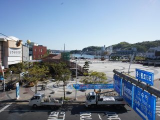 Third floor room overlooking the ocean in front of YiSoon Shin Square in JungAng-Dong - Jeollanam-do vacation rentals