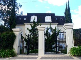 PALACETE NO CAPIVARI - Suíte incrível - Campos Do Jordao vacation rentals