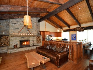 9 Bed luxury chalet with hot tub - Blue Mountains vacation rentals