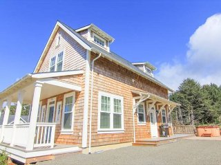 Warm, Luxurious Cottage with Hot Tub Boasts Roads End Views - Lincoln City vacation rentals