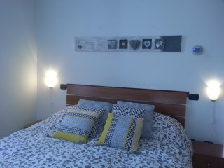 Indipendent, garden, private parking, internet - Parma vacation rentals
