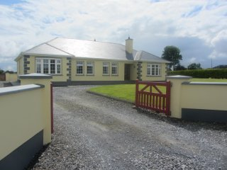 4 bedroom House with Dishwasher in Banagher - Banagher vacation rentals