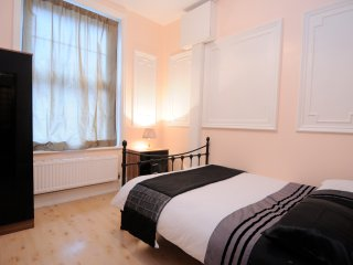HOLIDAY APARTMENT 2 DOUBLE BEDROOMS ON NW3 - London vacation rentals