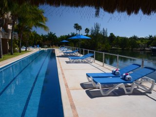 Luxury Condo 1BR Marina view P. Aventuras, by KVR - Puerto Aventuras vacation rentals