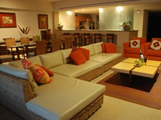 Luxury Front Beach Apartament in Acapulco - Acapulco vacation rentals