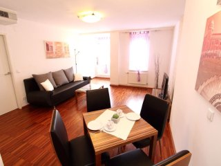 Royal Vienna apartment in 10. Favoriten with WiFi, airconditioning, gedeeld - Vienna vacation rentals