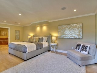 Perfect 5 bedroom House in Redwood City with Satellite Or Cable TV - Redwood City vacation rentals
