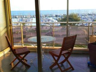 Superbe studio avec terrasse en front de mer - Saint-Laurent du Var vacation rentals