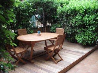 Superbe studio en rez de jardin à 50m des plages - Saint-Laurent du Var vacation rentals