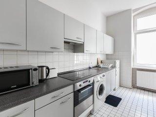 4 Bedroom Vacation Flat with Balcony in Berlin - Berlin vacation rentals