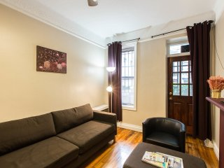 2BR QUIET APT W/ PRIVATE BACKYARD IN MIDTOWN EAST - New York City vacation rentals