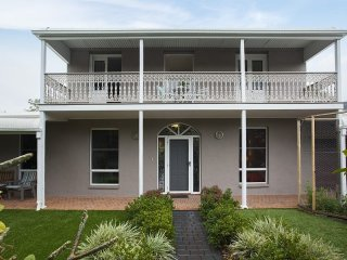 The Colonial At Thirroul Beach - Thirroul vacation rentals