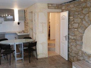 Très Beau T2 - Arles vacation rentals