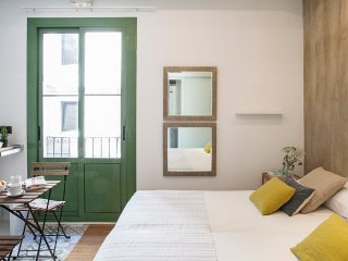 Cosy studio in the heart of Born, steps from beach - Barcelona vacation rentals