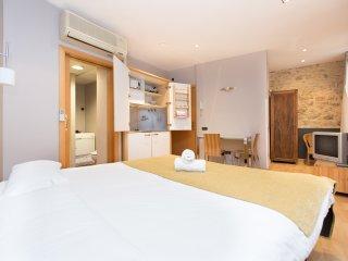 Chic studio heart of Born FREE WIFI - Barcelona vacation rentals