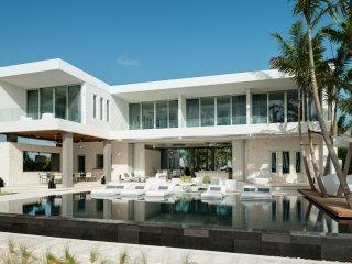 6 bedroom Villa with Balcony in Grace Bay - Grace Bay vacation rentals