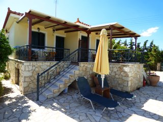 ATHINAmaisonette with pool&garden close to the sea - Paralio Astros vacation rentals