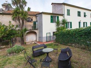 Casa Canonica destra Totale Relax - 6 posti letto - Finale Ligure vacation rentals