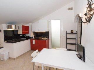 Mansarda del Borgo - 5 posti letto sulla piazza - Finale Ligure vacation rentals
