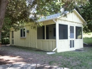 2 bedroom Cottage with Parking in Alden - Alden vacation rentals