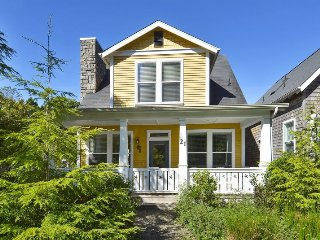 Lovely House with Deck and Wireless Internet - Depoe Bay vacation rentals