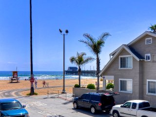 ]Modern beach condo, 1 house to beach & Newport pier, w/AC & parking! - Newport Beach vacation rentals