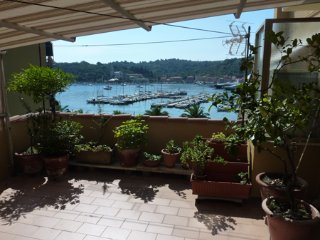 Beautiful 1 bedroom Apartment in Le Grazie - Le Grazie vacation rentals