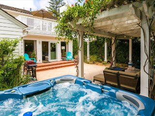 Cape Cod Charmer - Walk to Beach - Spacious -  Jacuzzi - La Jolla vacation rentals