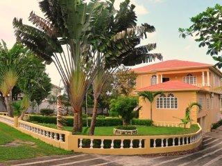 Luxury Villa with Swimming Pool & Beach Access - Runaway Bay vacation rentals