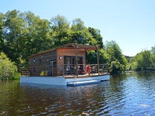 Les Etangs de Taysse Maison Flottante Aquapesca - Espagnac vacation rentals