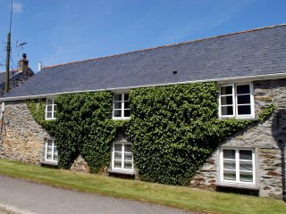 A superb apartment in a grade II listed barn - Mitchell vacation rentals