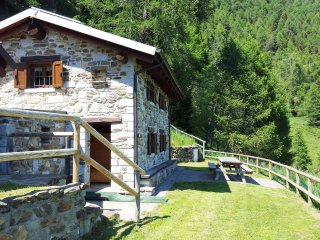 Chalet la Cort a 1.700m zona Passo Mortirolo - Monno vacation rentals