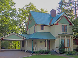 Victorian Retreat -Statly Turn of the Century Home - Franklin vacation rentals