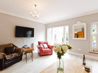 Nice House with Internet Access and Satellite Or Cable TV - London vacation rentals