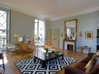 Marais Exquisite One Bedroom - Paris vacation rentals