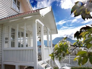 Bright 5 bedroom Resort in Solvorn - Solvorn vacation rentals