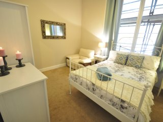 Stylish 3 bed flat near Hyde Park - London vacation rentals