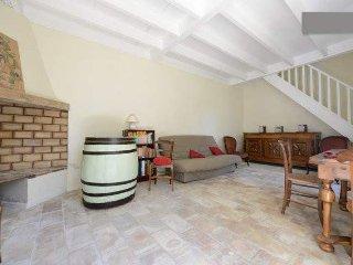 Maison vendangeurs avec piscine - Aigues-Vives vacation rentals