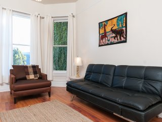 ELEGANT APARTMENT IN VICTORIAN - Oakland vacation rentals