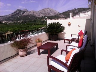 SUPERB Costa Blanca 5 Bed Pool Home Set Amongst Orange Trees and Mountains. - Benimeli vacation rentals