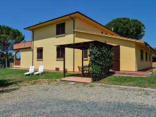 Appartamento indipendente, vista mare, giardino - Casale Marittimo vacation rentals